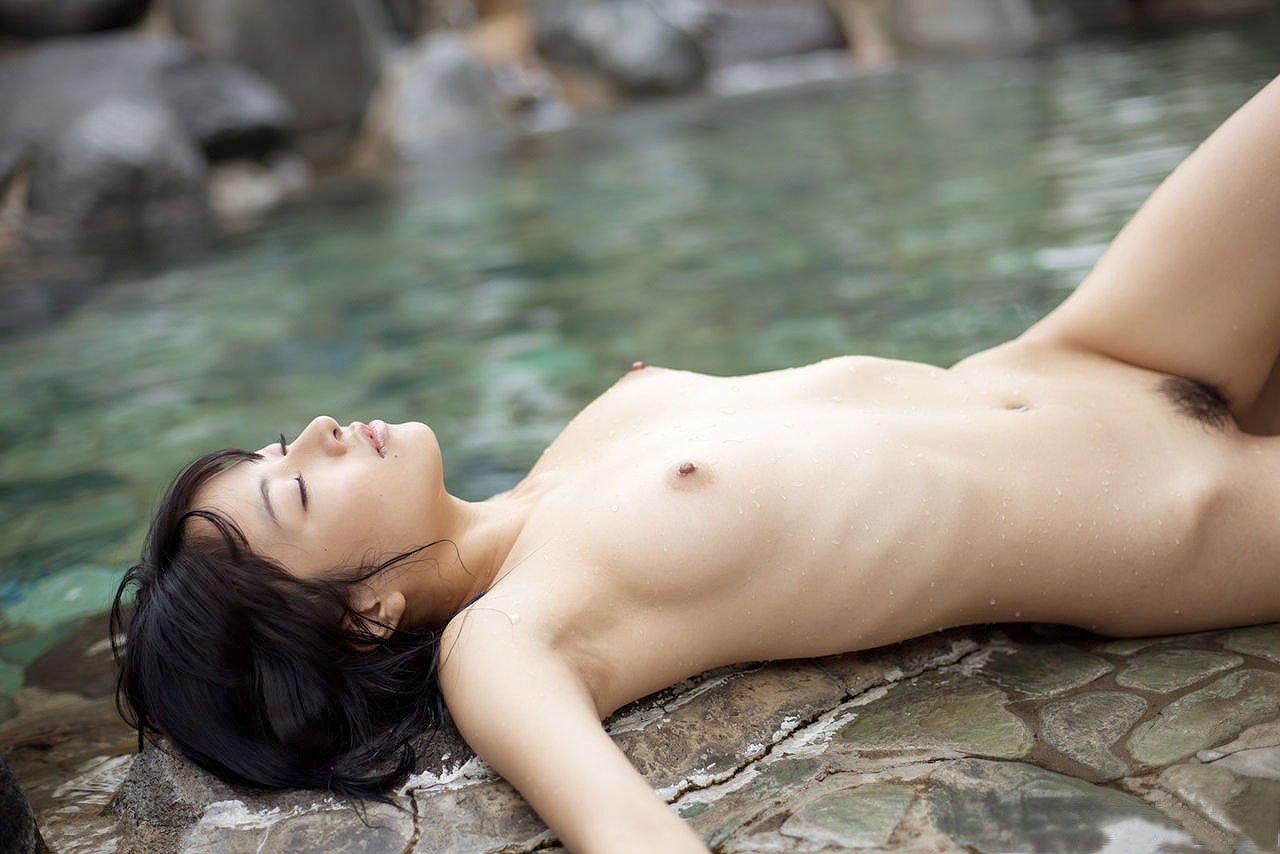 美しすぎる水滴ヌード
