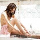 美しい裸体を水魅せる