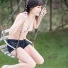 外で遊ぶ美女ヌード