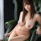 巨乳は全裸で楽しむ