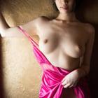 ピンクとヌードモデル