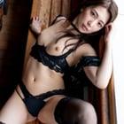 黒い下着の美女ヌード3