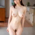 色白女子立姿全裸写真